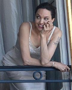 Чарівна Анджеліна Джолі знялася у новій фотосесії