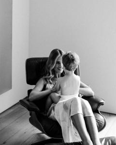 Роузі Хантінгтон-Уайтлі і її син в зйомці для Allure (Фото)