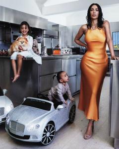 Кім Кардашьян з дітьми позує для обкладинки Vogue