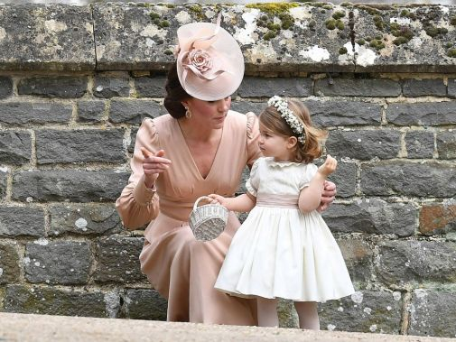 15282336-duchess-and-charlotte.jpg (61 Kb)