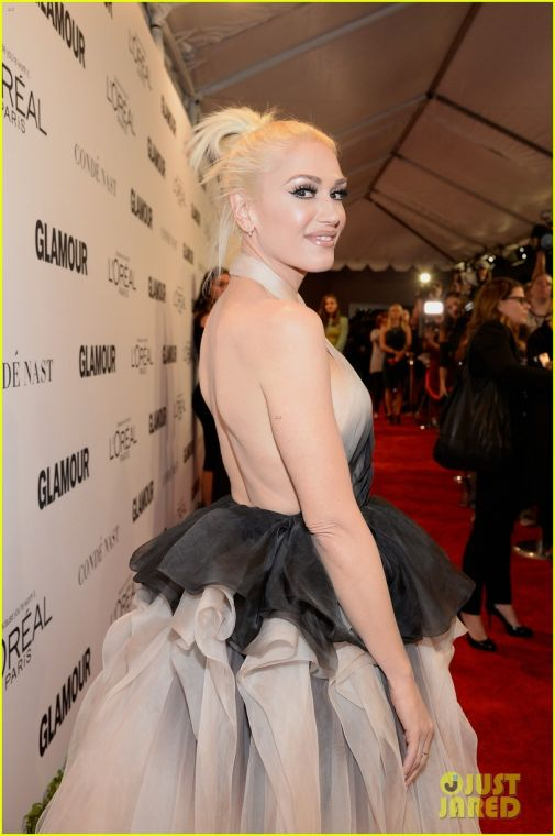 3751_gwen-stefani-stuns-at-2016-glamour-of-the-year-awards-39.jpg (54.81 Kb)