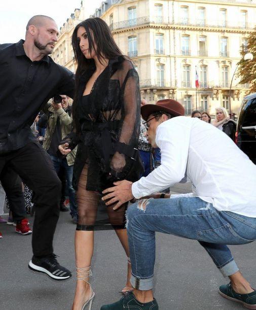 7722_im8xany-kim-kardashian-attacked-paris-fashion-week-05.jpg (59 Kb)