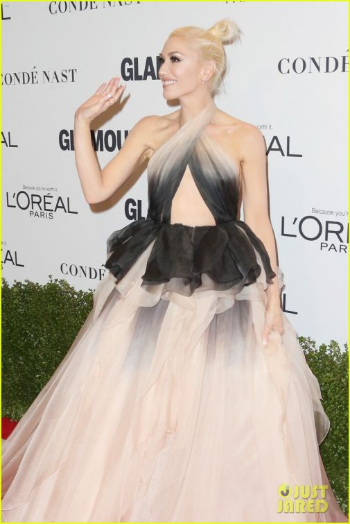 92_gwen-stefani-stuns-at-2016-glamour-of-the-year-awards-29.jpg (51.34 Kb)
