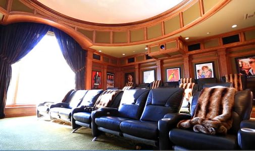 jennifer-lopez-theater-room_-jennifer-lopez-house-jenniferlopezhouse-.jpg (34.36 Kb)