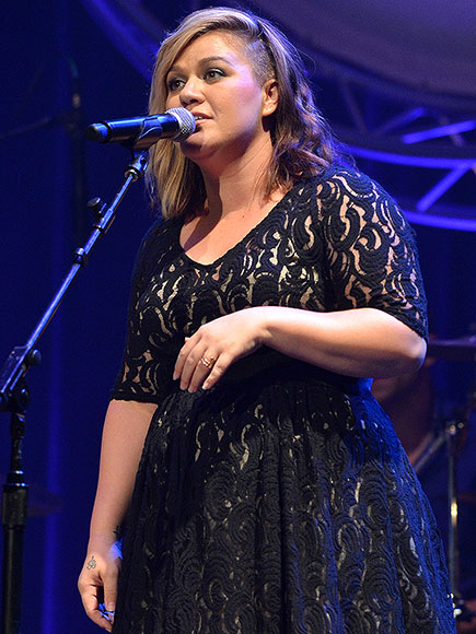 kelly-clarkson-1-435.jpg (76.5 Kb)