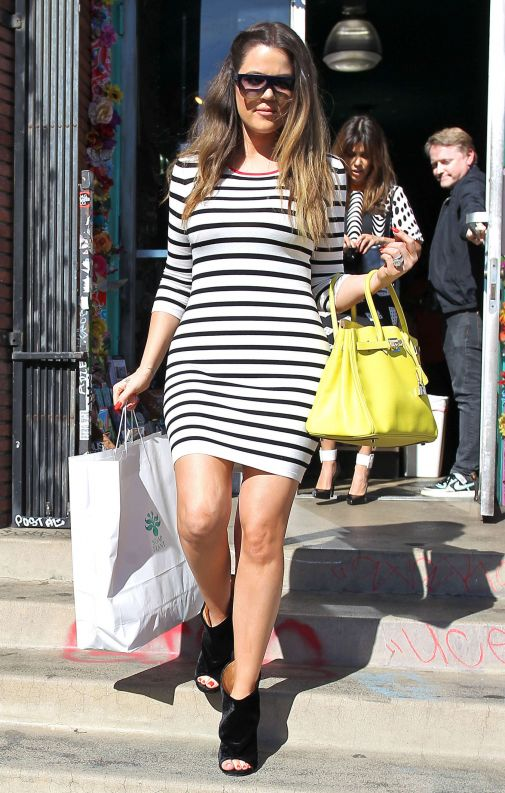 khloe-kardashian-in-striped-dress-02_starbeat_ru.jpg (93.64 Kb)