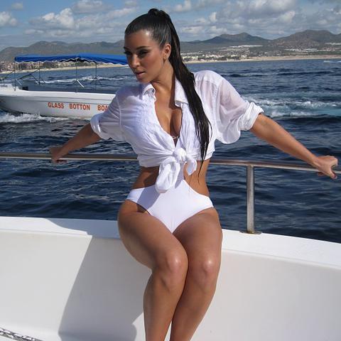 kim_kardashian_2.jpg (35.1 Kb)