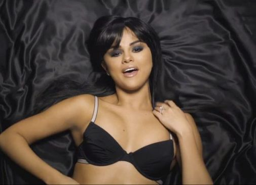 selena-gomez-dance-around-in-lingerie-in-hands-to-myself.jpg (23.11 Kb)