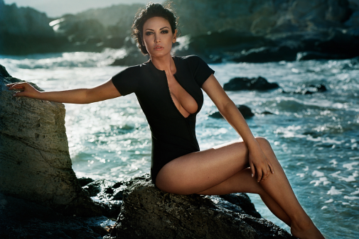 7229_bleona_qeretis_ibiza_photo_shoot_by_vincent_peters_09.png (326.5 Kb)
