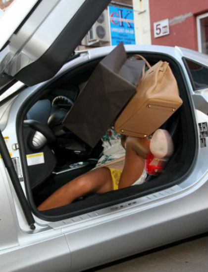 фото в авто леди задралась одежда